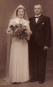 1944 30 oktober - JMM + TKN bryllup - beskåret